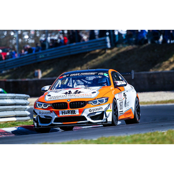 BMW M4 GT4 Renntaxi beim VLN-Training
